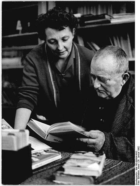 File:Bundesarchiv Bild 183-89984-0002, Buschdorf, Blick in die Dorfbibliothek.jpg