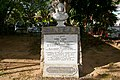 Bust of Pierre Poivre Seychelles.jpg