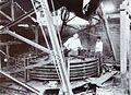 COLLECTIE TROPENMUSEUM Montage van een grote boogzender van Radiostation Malabar TMnr 60019328.jpg