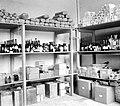 COLLECTIE TROPENMUSEUM Oorlogsvoorraad medicijnen in het ziekenhuis te Tarakan Borneo TMnr 10002233.jpg