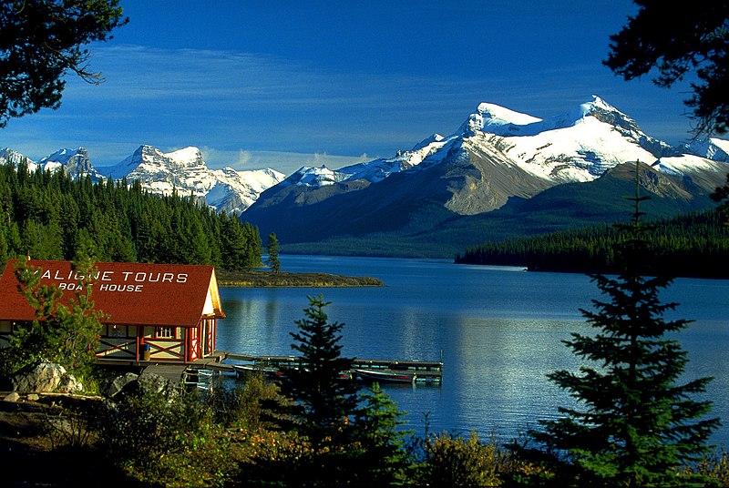 Archivo: Canadá Boat House am Maligne Lake, Jasper NP, Alberta, ca.jpg