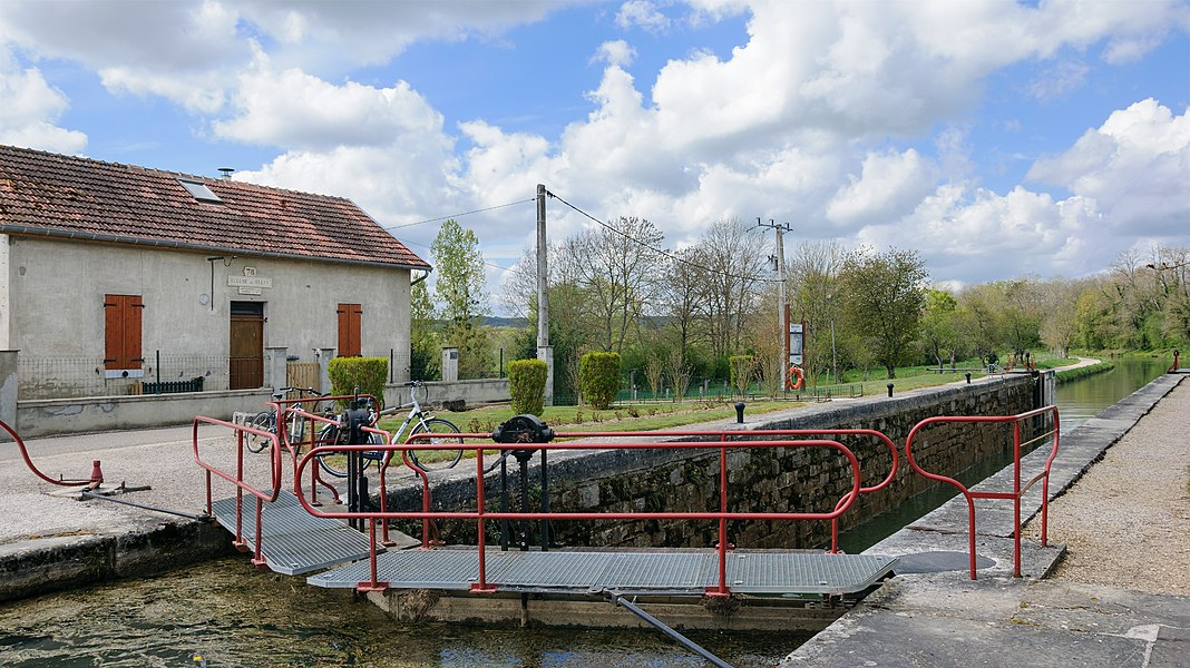 The lock n. 78 of Fulvy on the Burgundy Canal (Canal de Bourgogne), Burgundy, France.
