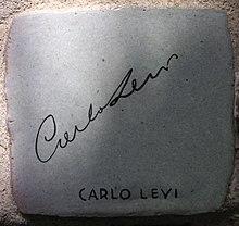Piastrella con l'autografo da Carlo Levi sul Muretto di Alassio