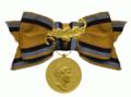 Carola Medaille van het Koninkrijk Saksen met eikenblad beiden in goud aan een strik voor dames.png