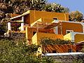 Casa amarilla, Alicudi, Islas Eolias, Sicilia, Italia, 2015.JPG