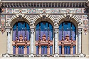 Balcon de la façade sud-est du casino de Monte-Carlo, belvédère dominant la Méditerranée. (définition réelle 3786×2520)