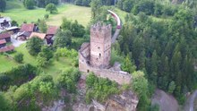 Datei:Castle ruin Campell-Campi, aerial video.webm