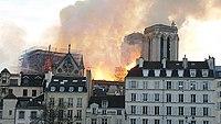 Cathédrale Notre-Dame de Paris, Incendie 15 avril 2019 19h58.52.jpg