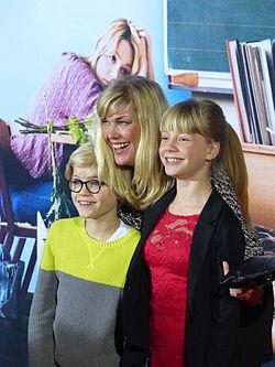 Cecilia Kunz mit ihren Kindern Gretchen Wortmann, und Hugo Wortmann.JPG