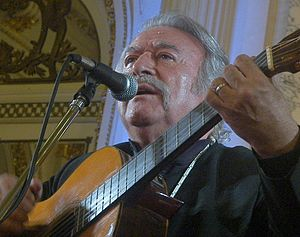 César Isella - César Isella sings in the Salón Blanco of the Casa Rosada, 2008