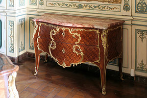 Mathieu Criaerd - Commode stamped by Criaerd, delivered by the marchand-mercier Hébert, 29 January 1748, in the library of the Appartement du Dauphin, Versailles