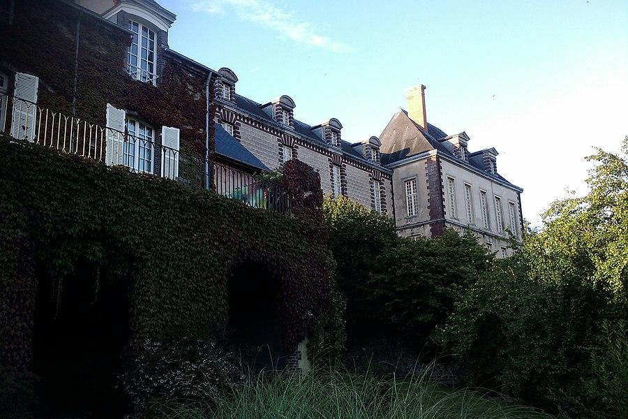 Fr:Château des Matignon à fr:Torigni-sur-Vire