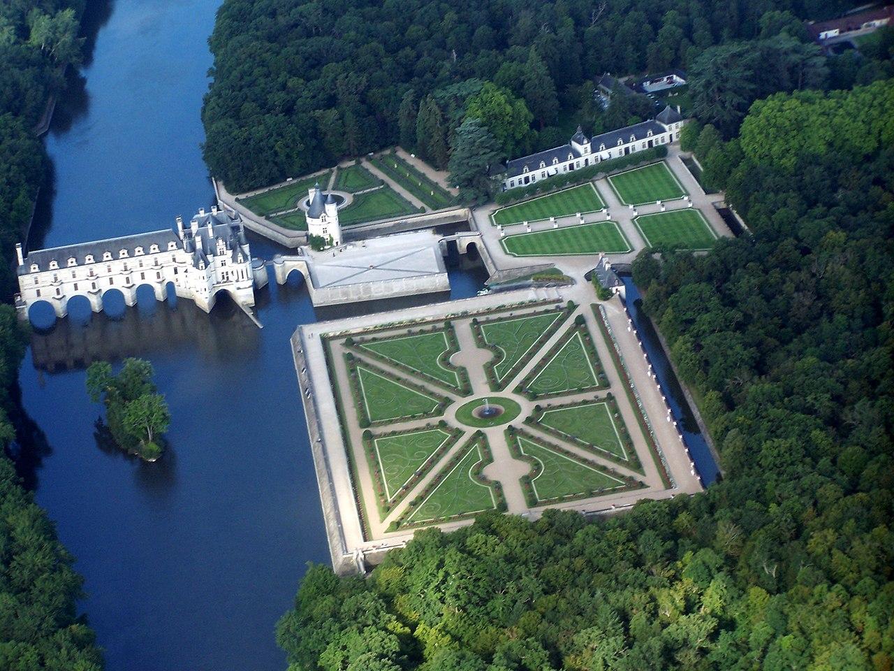File chateau de chenonceau vue d 39 avion jpg wikimedia for Chateau chenonceau interieur