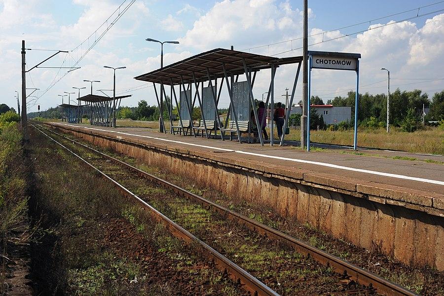 Chotomów railway station