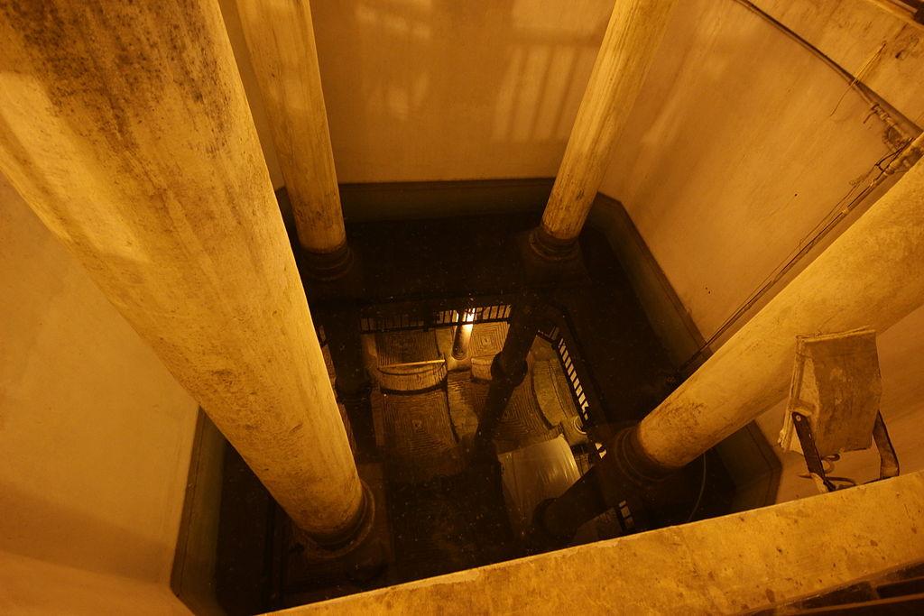 Cistern of Philoxenos Pond.JPG