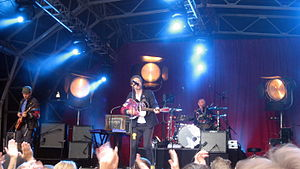 """Violet Hill - Coldplay performing """"Violet Hill"""" outside BBC Television Centre during their Viva la Vida Tour in 2008"""