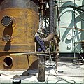 Collectie Nationaal Museum van Wereldculturen TM-20029600 Arbeider in de chemische industrie Aruba Boy Lawson (Fotograaf).jpg