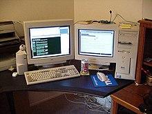 Texte écrit happy weekend fait au bureau sur un ordinateur