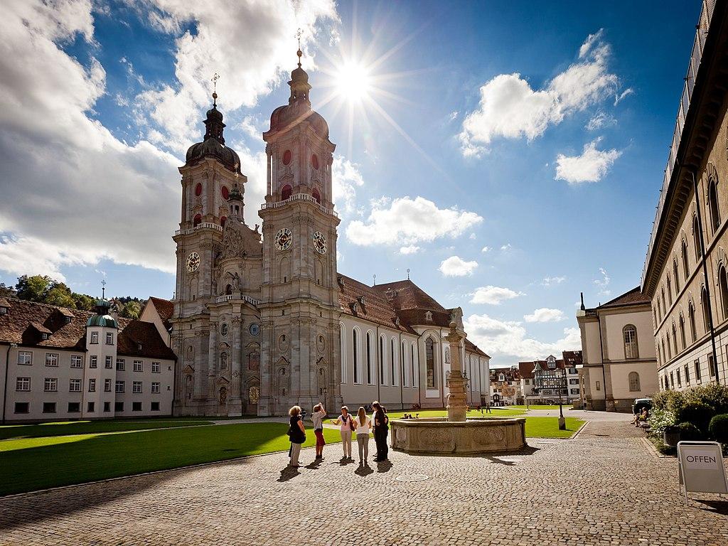 Kloster St. Gallen: Blick in Klosterhof mit Stiftskirche