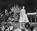 Concert van Maria Callas in het Concertgebouw te Amsterdam, Maria Callas bedankt, Bestanddeelnr 910-5167.jpg