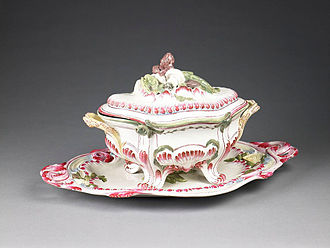 Adam Philippe, Comte de Custine - Covered tureen, Niderviller manufactury, exhibited in the Birmingham Museum and Art Gallery. After Custine purchased the business, the factory began producing tableware in the English style.