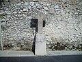Crucifijo de piedra al lado de la basílica de Santa María del Concejo - Llanes - España - 01.JPG
