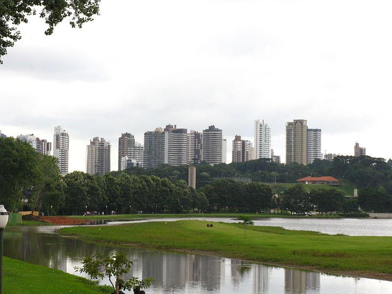 Ficheiro:Curitiba From Barigui Park.jpg