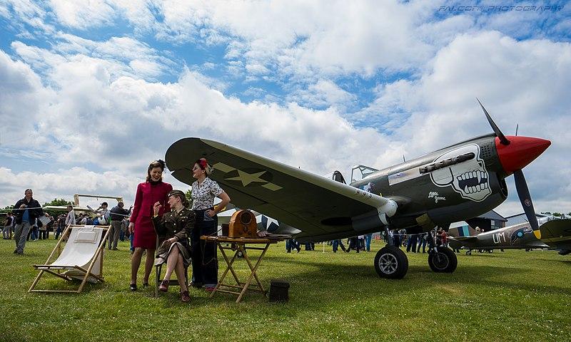 From the box - Curtiss P-40N Warhawk [Eduard 1/48] 800px-Curtiss_P-40N-5CU_Little_Jeanne