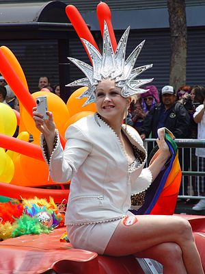 Cyndi Lauper at the 2008 Gay Parade in San Francisco.jpg