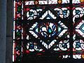 Détail du vitrail aux griffons de la basilique Saint-Denis.JPG
