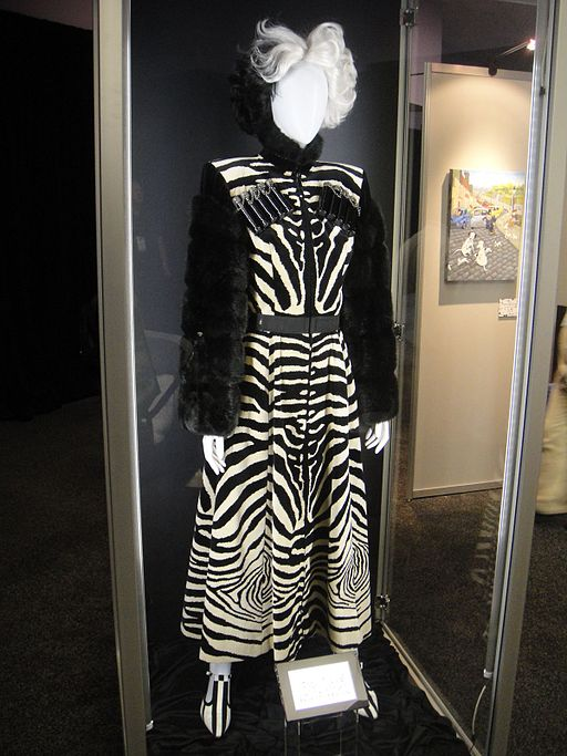 D23 Expo 2011 - 101 Dalmations movie Cruella De Vil costume (6075270321)