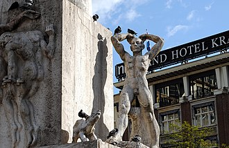 National Monument (Amsterdam) - Image: Dam Monument, right hand man