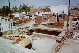 Delhi-slum-improvement-1983-building-second-floor-IHS-98-17.jpeg