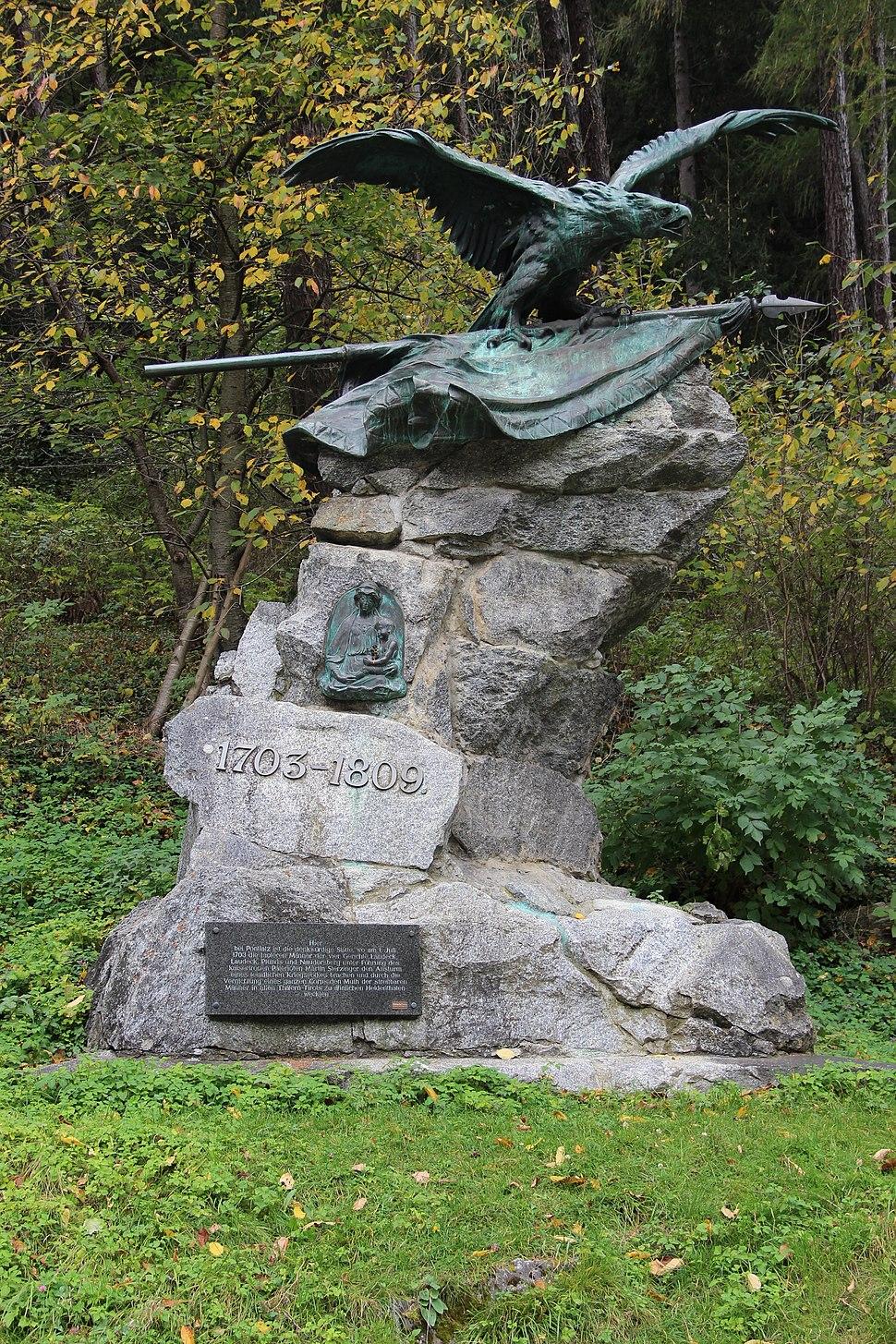 Denkmal bei der Pontlatzbrücke, Fließ 02