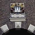 Detail gevelsteen met het stadswapen van Kampen - Kampen - 20351738 - RCE.jpg