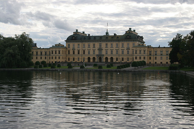 http://upload.wikimedia.org/wikipedia/commons/thumb/a/ac/Drottningholm_castle_viewed_from_east_2005-08-14.jpg/640px-Drottningholm_castle_viewed_from_east_2005-08-14.jpg?uselang=ru