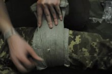 File:Emergency bandage application uk.webm