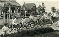 Enfants et leurs vélos à Riverbend, Alma (Québec).jpg