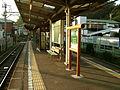 Enoden-Inamuragasaki-station-platform.jpg