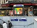 Entrée Station Métro Fourche Paris 2.jpg