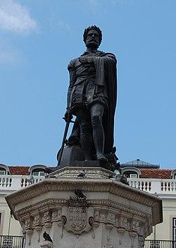 Estátua do poeta na Praça Luís de Camões (Bairro Alto, Lisboa)