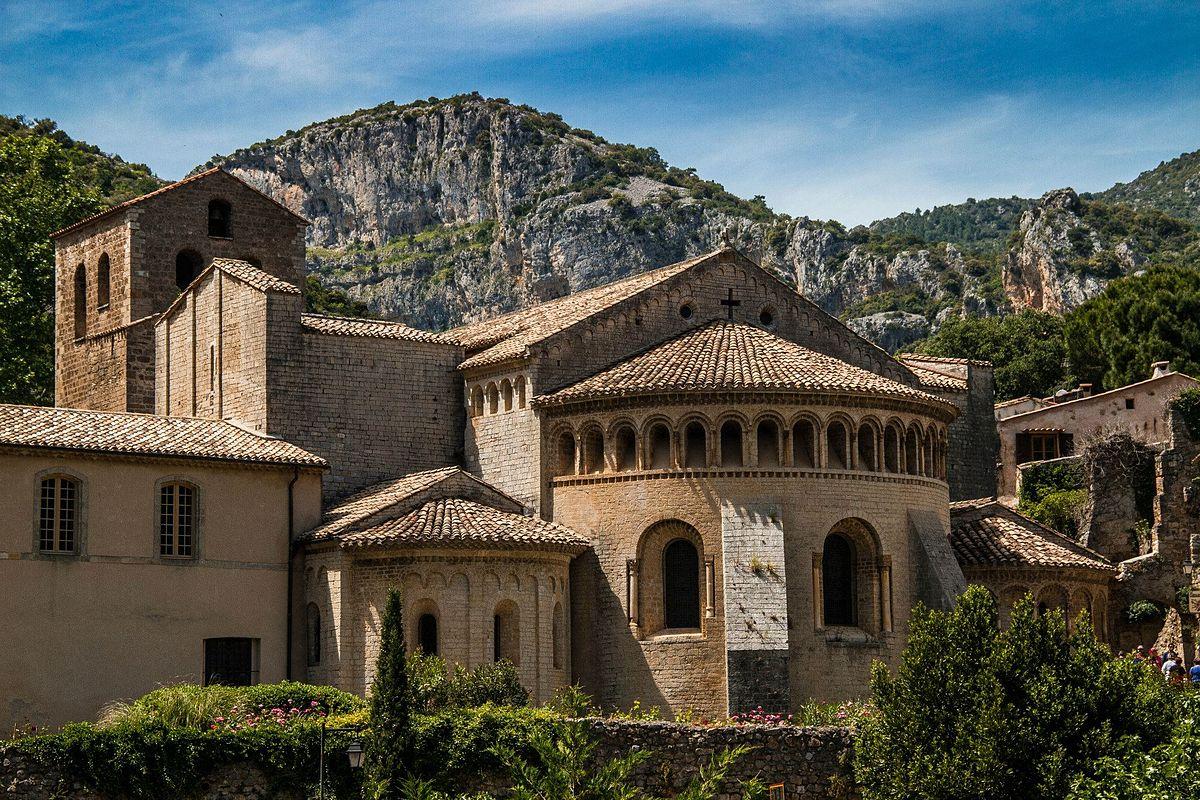 L'abbaye de Gellone à Saint Guilhem le Désert / Hérault / Languedoc-Roussillon © Photo: Xavier Cailholwww.Go-Production.com