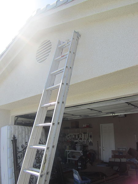File:Extension ladder leaning against a garage.JPG