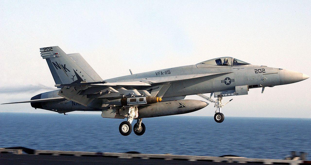 http://upload.wikimedia.org/wikipedia/commons/thumb/a/ac/F-18E_landing_06-10304cr.jpg/1280px-F-18E_landing_06-10304cr.jpg