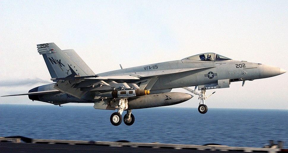 F-18E landing 06-10304cr