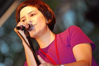 Pato Fu - Fernanda Takai, lead singer of the band.