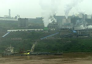 Pollution haven hypothesis - Factory with smokestacks overlooking the Yangtze River