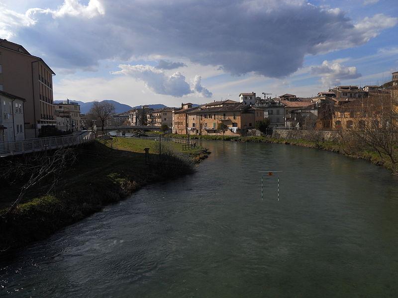 File:Fiume Velino - Rieti, dalla passerella pedonale - 2.JPG