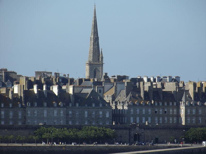 Fichier:Flèche de la Cathédrale Saint-Vincent (Saint-Malo, 35).jpg