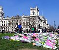 Flowers for the Westminster Attack in Parliament Square, 27 March 2017 (33555619511).jpg